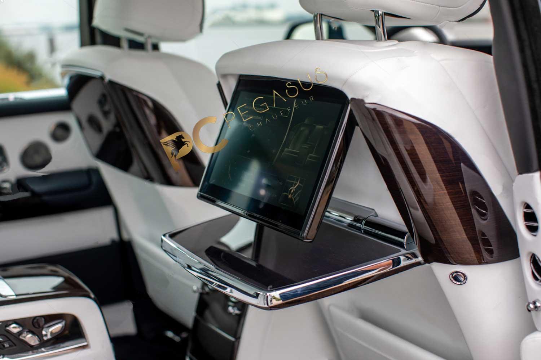 Rolls-Royce-Phantom-VIII-8-backside-seats-3.jpg