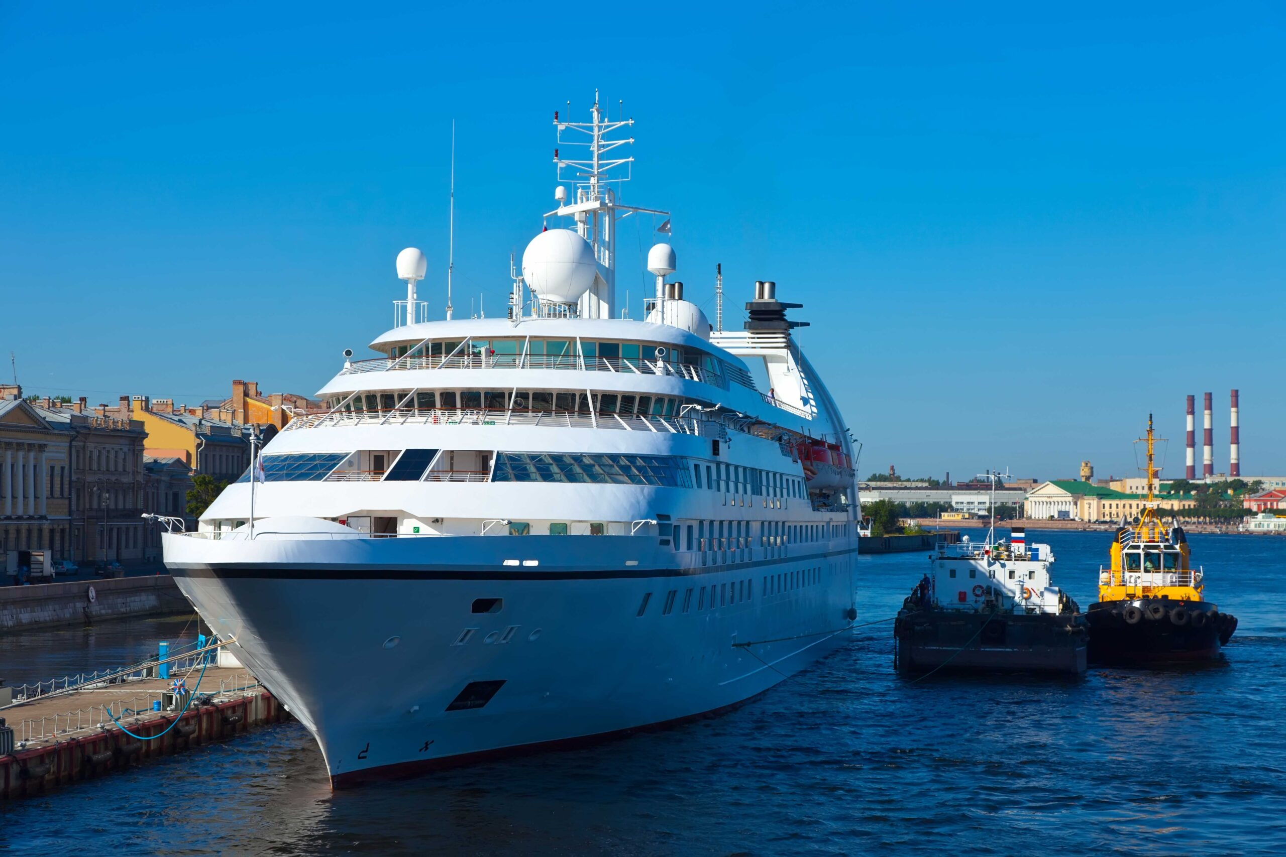 white-cruise-ship-southampton-transfers-scaled-1.jpg