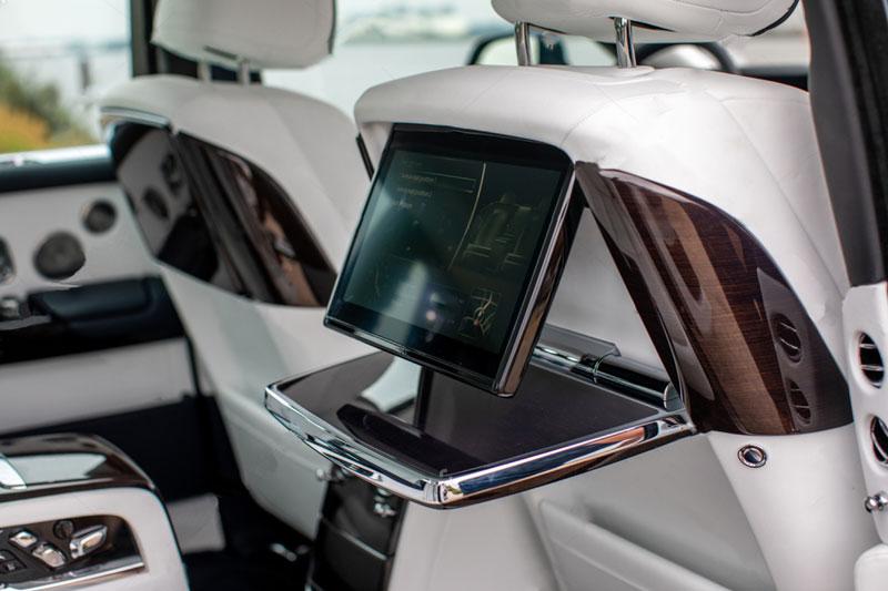 Rolls---Royce-Phantom-VIII-8-backside-seats-3