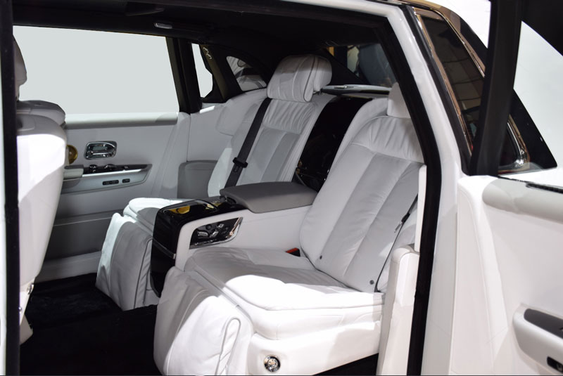 Rolls---Royce-Phantom-VIII-8-backside-seats