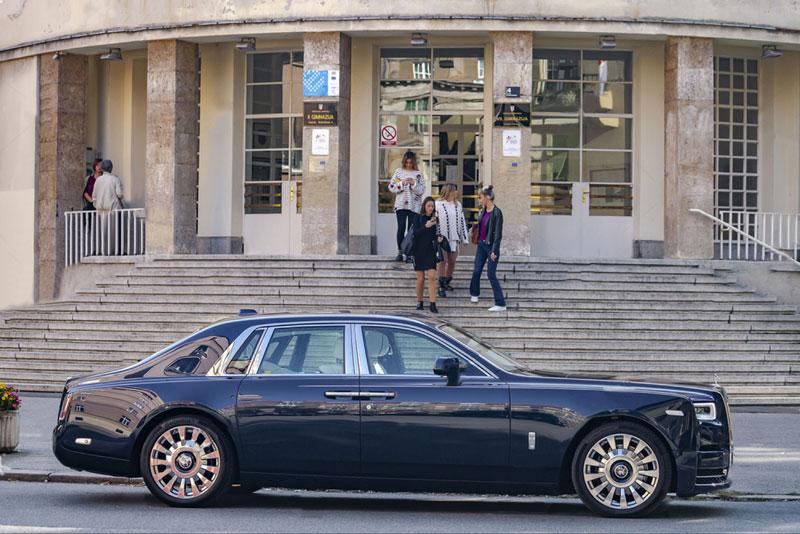 Rolls---Royce-Phantom-VIII-8-chauffeur-in-london-side-look